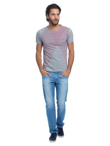 Camiseta-com-Sublimacao-Geometrica01_fr
