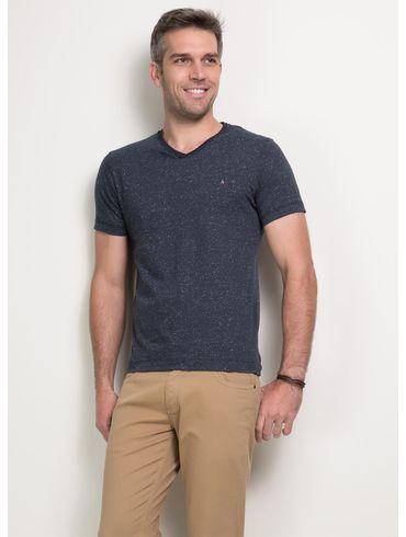 Camiseta-Decote-V-Botone01_fr
