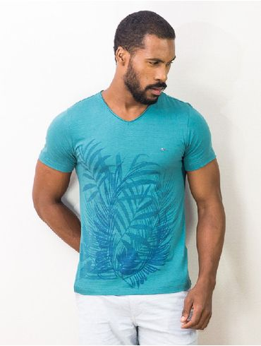 Camiseta-Decote-V-Estampa-Folhas-Giga_xml