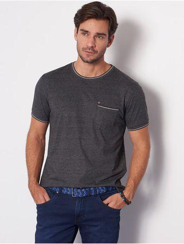 Camiseta-com-Bolso_xml